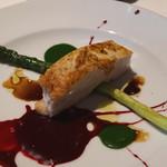 アンビグラム - 鶏胸肉のロースト モストコットディウーヴァとビーツのソース