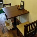 蕎麦見世のあみ - ☆1階のテーブル席は2名掛け☆