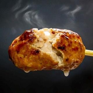 肉汁あふれる自慢の「生練り塩つくね」