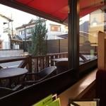 コメダ珈琲店 - 窓際テーブル席はいい感じ