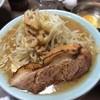 ラーメン富士丸 - 料理写真:らーめん 少なめ+生卵 あぶり白 野菜増し みんなでテーブル囲んで食べれて楽しかった!やっぱり富士丸はとてもおいしい♡大好き!