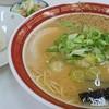 宝来軒 - 料理写真:ラーメン500円、おむすび(1つ)85円はナイス・コストパフォーマンス
