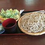45367141 - サクサク天ぷらと普通でも大盛り⁉︎蕎麦
