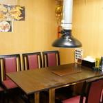 小城 - 2015.12 テーブル席、仕切りで個室にもなります