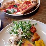 PIZZA SALVATORE CUOMO & GRILL - ピザとサラダ類をガッツリ!