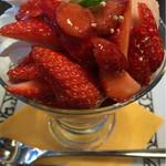 元町珈琲 - 料理写真:イチゴのパフェ