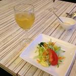 ミラフローレス - 飲みほー白ワイン(みりん風)とエンサラダ ベルデ