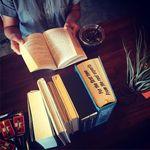アナログ カフェ ラウンジ トーキョー - 本を読みながら