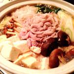 東洋酒家 - 宴会料理…鍋(醤油ver•豚骨ver)野菜とチョットの豚肉お鍋〜〆はご飯orうどん❤︎