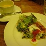 Bougnat Bougnat - 海老とほうれん草、小松菜のキッシュ  スープ、海老とほうれん草、小松菜のキッシュ15.9