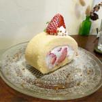ショコラ - いちごのロールケーキ