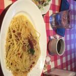 ナポリの下町食堂 - ペペロンチーノ(大盛り) サラダ・ドリンクバー付き 918円(税込)