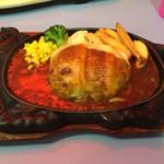 レストランぱらだいす - チーズハンバーグ肉大盛り、赤いライト写っちゃったのはご愛嬌