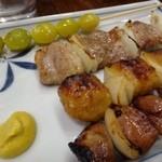 藤よし - *銀杏(200円)・ぶた(300円)・つくね(130円)・キモ(130円) 丁寧に焼かれていてどの品も美味しいですよ。 甘辛いたれですが、濃くなくいいお味。