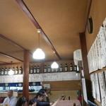 大衆割烹 三州屋 - 壁には短冊メニューがいっぱい!