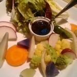 45529833 - バーニャカウダ 珍しいイタリア野菜の美しい盛り付け