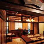 横濱元町 霧笛楼 - 2階お座敷ルーム「黒船」。隣り合う3部屋をつなげて小宴会にも対応できます(最大22名)