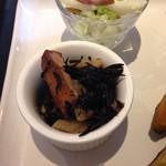 マデイ カフェ - ひじきと蓮根の梅煮
