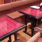 中国家庭料理 楊 - 楊(ヤン)2号店(東京都豊島区西池袋)店内テーブル席