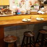 メッシタ - 厨房前のカウンター席