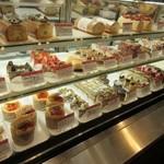 ヴィザヴィ - 勿論他のヴィザヴィのお店と同様に九州を中心とした国産の素材とロハスにこだわったヴィザヴィの素敵なけーキが店頭には並んでいます。
