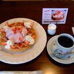 サッポロ珈琲館 - 「本日のコーヒー」と「桜とイチゴのワッフル」