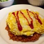 欧風酒場ナベ - 料理写真:オムライス(他スープ、サラダ、フルーツ付)1080円