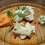 45632763 - チーズの盛り合わせ