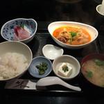花咲 - 3品¥1000 刺身、手羽元の甘辛味噌煮込み