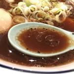 ライトニングファイヤー - 中華そば 酸味があり、 スパイシーなスープ