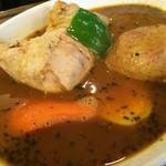 心 - ★★★★  骨つきチキンのスープカレー