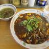 東京らーめん食堂  - 料理写真:麻婆豆腐丼680円。色が濃い目で辛味を期待したが...
