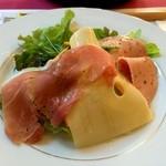 ル・シャレー - 2310円魚料理のランチ 生ハムとチーズのサラダ