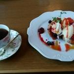 カフェ ド マンマ - フレンチトーストのセット(*^^*) 少し…固かったのが残念ポイントです(;^_^A