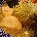 ラーメンとりたま - 2015/11 極み鶏ガラ塩ラーメン・トピ~アップ1