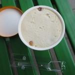 井波屋 - 料理写真:がや焼が入ったアイス