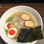 丸鶏 白湯ラーメン 花島商店 - 煮玉子濃厚鶏白湯ラーメン