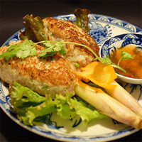 ガー・ティット・ビエン(鶏つくねのレモングラス串焼き)2本