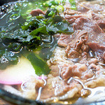 飯田屋 - 肉うどんにわかめは合うと思います。
