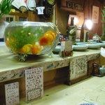 いろめし黒川 - 大きな金魚がお出迎え