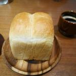 45756985 - 2015/12/4  パン、丸ごと〜〜   横にあるのが                       ドリンクのコーヒー!