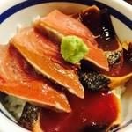 神田 本陣房 - ある日の「本日のまかない丼と手打ちそば」のカツオ丼(ご飯少な目盛りにしていただいてます)