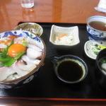よし川 - 海鮮丼1200円。