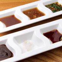 ソースはお肉に合う6種類の味をとりそろえました。