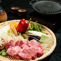 【鉄板焼き】黒毛和牛鉄板焼きと季節の食材