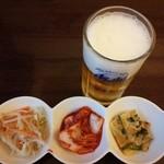 45835099 - 生ビール、ナムル、キムチ、チヂミ