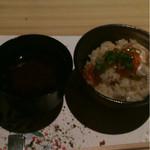 銀波 - 赤出汁とハラスイクラ御飯