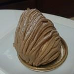 45844363 - フランス産栗と和栗を使ったペーストが美味しい!モンブラン490円