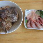 石州蟹番屋 - 単品料理の鯛のアラ煮と甘エビの刺身