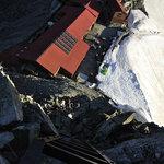 岳沢小屋 - はしご上から見下ろす